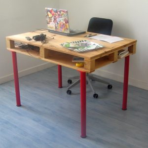 Desk made from an old pallet