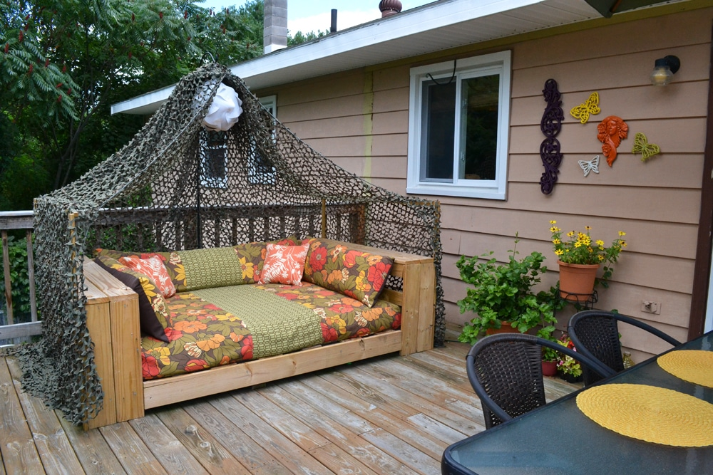 Yard seats made out of pallets