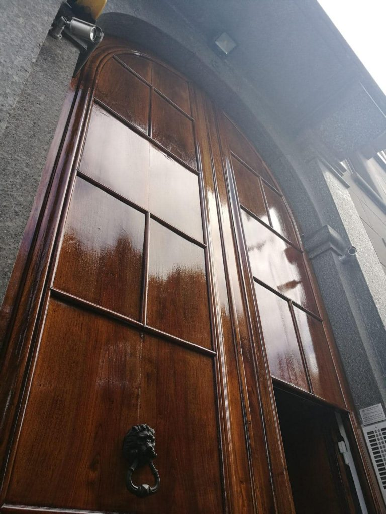 Deks Olje D1 and D2 applied to large wooden doors