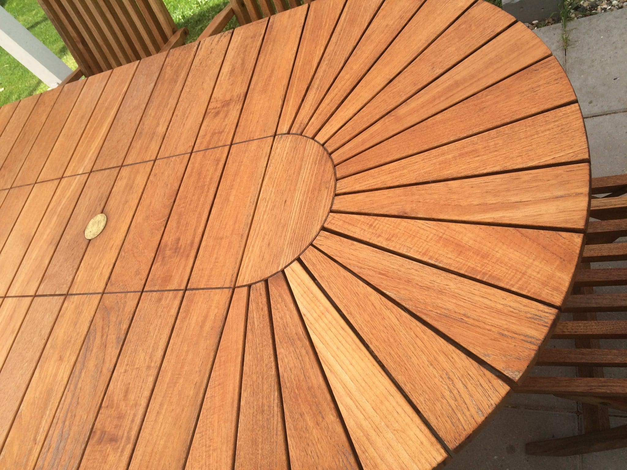 Garden table restored with Teak Olje
