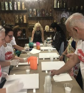 paint pouring artist workshop