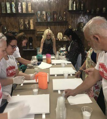 paint pouring artist workshop