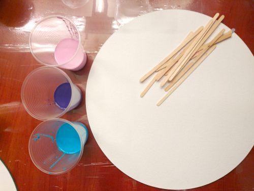 Mixing cups and stirring sticks for acrylic paint pouring